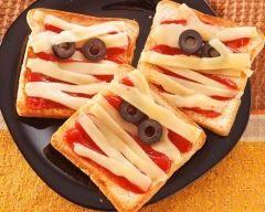 Toasts sanglants d'halloween en fromage momifié  Ingrédients