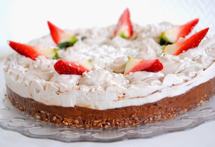 Spiced Blueberry Shake: Raw Strawberry Chocolate Dream Cake