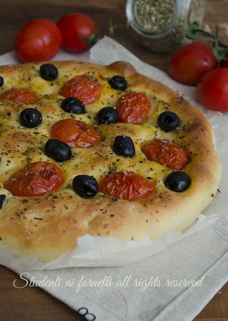 focaccia pomodorini e olive barese focaccia di semola ricetta