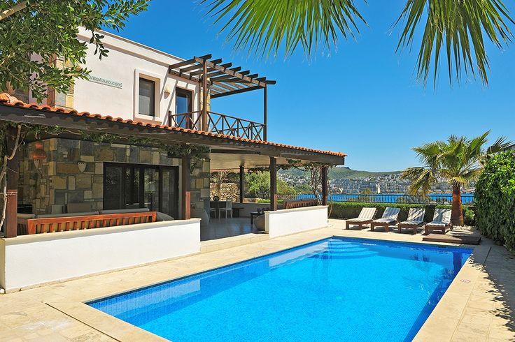 Description: De luxe Azuro Villa's met privé zwembad zijn uitgeroepen tot nr. 1 van de top 3 beste villa?s van Turkije Luxe en privacy alles tot in de puntjes verzorgd in Villa Azuro Als jeooit in een van de villa's van Villa Azuro1 hebt verbleven wil je waarschijnlijk nooit meer iets anders.Er kanbijna niets op tegen de rust privacy ruimte luxe en hetweergaloze uitzicht die deze villa's bieden. Alles inVilla Azuro1 is smaakvol van de beste kwaliteit enperfect onderhouden. Villa Azuro is…