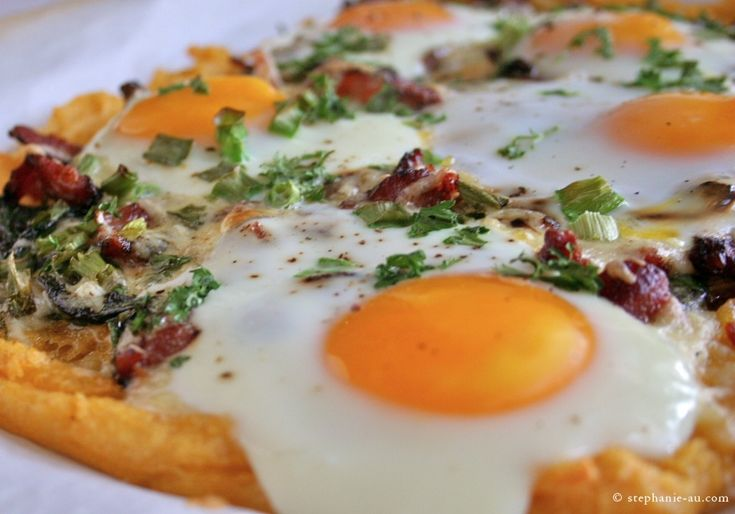 Bacon, Spinach and Eggs Breakfast Pizza with Polenta crust. This looks amazing!: Breakfast Eggs, Eggs Pizza, Bacon Spinach, Crusts Breakfast, Recipes Eggs, Eggs Breakfast, Polenta Crusts, Breakfast Pizza2 Jpg, Breakfast Brunch
