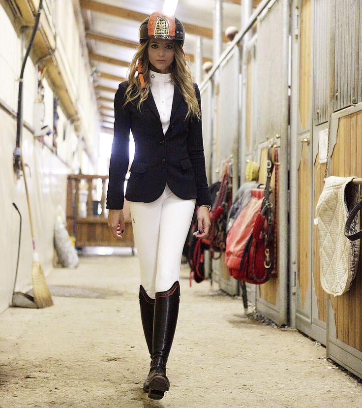 Consigli per il vostro look da Concorso Equitazione: Da regolamento Fise, dobbiamo rispettare una serie di regole riguardanti l'abbigliamento da indossare ai concorsi equestri.