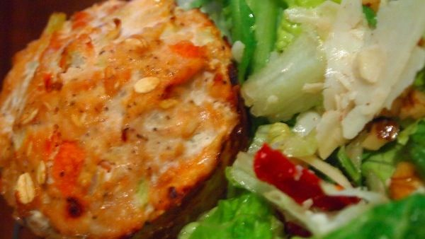 Jamie Easons Clean Turkey Meatloaf Muffin Recipe  - pair one muffin with a clean salad using sun-dried tomatoes, walnuts, Parmesan cheese and balsamic vinaigrette for dinner