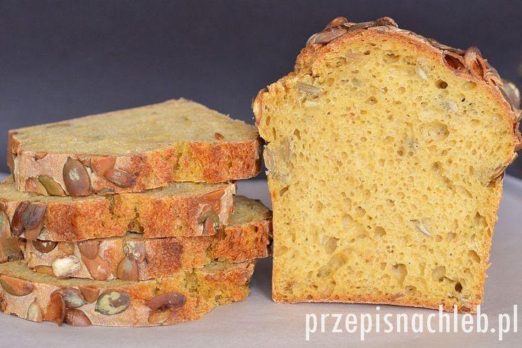 Chleb żytni z dynią. Jeden z lepszych chlebów jakie ostatnio upiekłam. Jest to chleb z jasnej mąki żytniej z niewielkim dodatkiem mąki pszennej i puree z dyni. Chleb pięknie wyrósł, ma sprężysty środek i chrupiącą skórkę. I ten obłędny kolor…Użyłam puree z dyni Hokkaido, ale można spróbować z każdą inną dynią – puree musi być […]