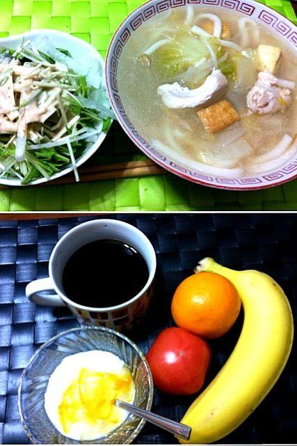 写真上:昨晩の家ご飯 煮込みうどん&水菜サラダ  写真下:今朝の自宅モーニング 朝フルーツ&柚子マーマレード乗せヨーグルト♫ - 34件のもぐもぐ - 煮込みうどん by manilalaki