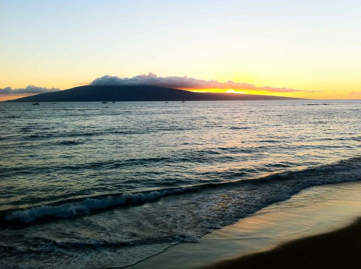 Have you ever seen the #sunset from Lahaina, #Maui? If you're in the right spot, you can see the sun descend behind the Island of #Lanai like this. #travel #gohawaii