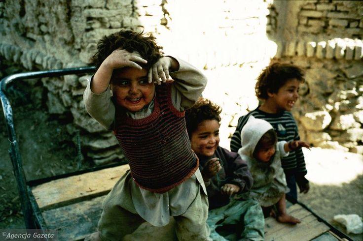 Krzysztof Miller kilkakrotnie był też w Afganistanie. W 1996 roku pokazał m.in. dzieci w ruinach Kabulu