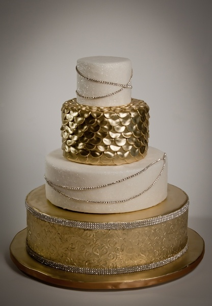 Wedding cakes, Cakes and Wedding cake gold on Pinterest
