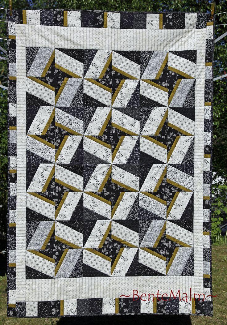 Teppe sydd med X-blokk linjalen. Nytt kursopplegg våren 2013. Med utgangspunkt i denne blokken, kan en sy teppe, løper, dekkebrikker eller lign.
