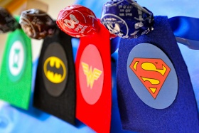 Mama's Style: Superhero Lollipop Party Favours (or Valentines)