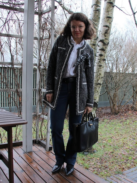 chaneljacket jeans white shirt longchamp bag