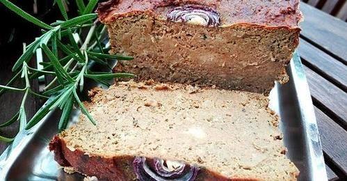 Pasztet z mięsa gotowanego w rosole.