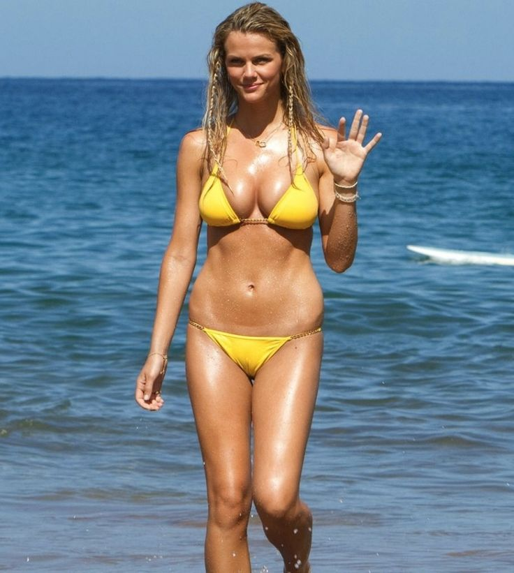 Brooklyn Decker Y Su Bikini Amarillo Brooklin Decker