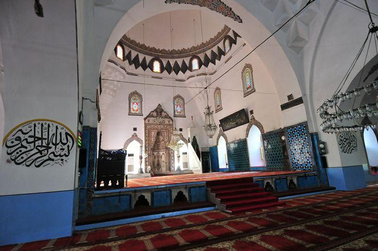 Muradiye semtinde bulunan cami, Sultan II. Murat tarafından 1424-1426 yılları arasında yaptırtılmıştır. Beş bölümlü son cemaat yerinin kemer araları çeşitli geometrik tuğla ve çinilerle bezenmiştir. Caminin girişi kemerli olup, tavanı geometrik motifle süslü çini ile kaplanmıştır. Kapı kanatları ahşap işçiliğin en güzel örneklerinden biridir. Rokoko tarzındaki mihrap, 18. yüzyılda yapılmıştır. Bu cami Bursa'da Osmanlı padişahları adına yapılan son camidir. - Türkiye