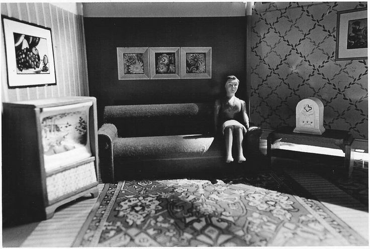http://www.carolinanitsch.com/files/laurie-simmons-bigcameralittlecamera-from-in-and-around-the-house.jpg