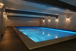 Renovatie zwembad sportschool:  Renovatie binnenbad van een sportschool waar ook zwemlessen en aerobics gegeven worden bekijk de foto's van voor en na......