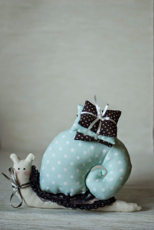 A spearmint snail, with pillows. Right now, it is my favorite color.