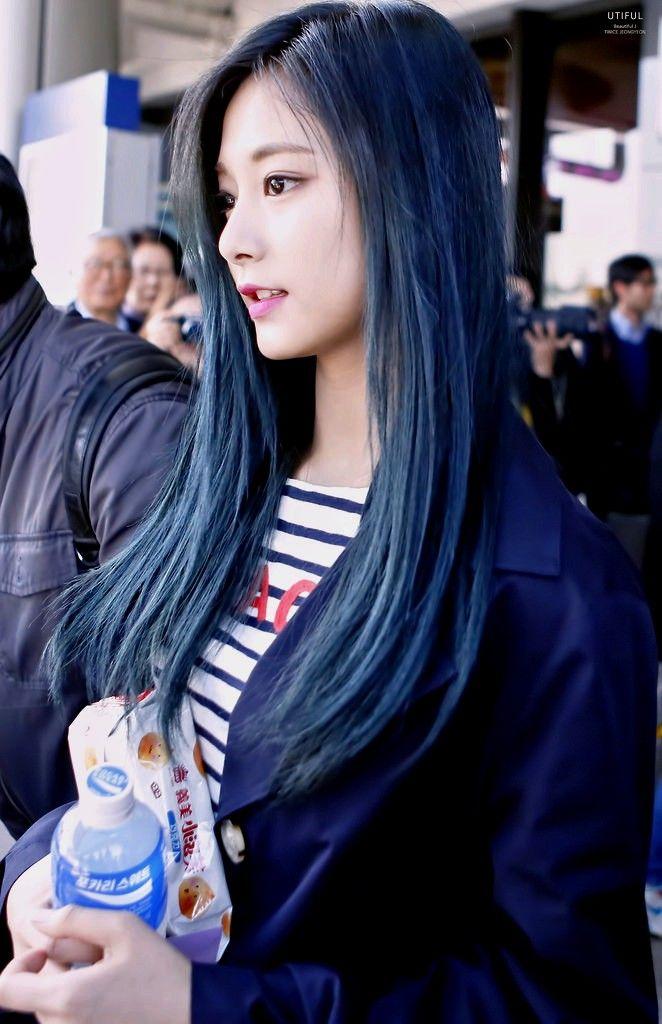 Tzuyu Blue Jackets Dengan Gambar Wanita Terseksi Wanita