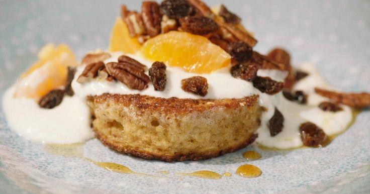 Een supergemakkelijk én gezond ontbijt voor tijdens het weekend: vervang de zondagse pistolets eens door dit verloren brood met vanilleyoghurt, mandarijnen en pecannoten.