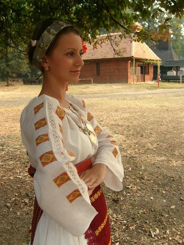 Traditional Costumes from Central Banat-sub ethnographic Deta and Ciacova, #Romania #RomanianBlouse #LaBlouseRoumaine