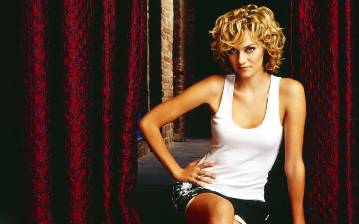 Hilarie Burton, blondes, women, skirts, curly hair