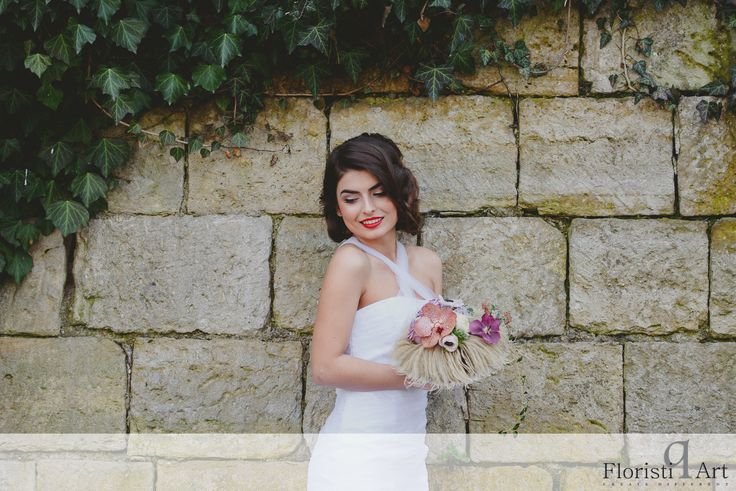 FloristiQ Art Event- #BloomYourBusiness Floral design : Andreea Stor Photography & Editing: Vasile Stan Photography Dress : Oana Lupas Make-up : Cristina Popa Hair : Nasaudean Tudor , Headline Romania Dress: Designed by Oana Lupas