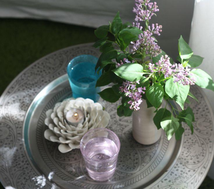 Idag flyttade våren in på mottagningen,, vackra lila syrener i all sin prakt <3