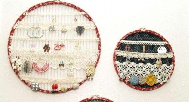 Telai da ricamo per sistemare gioielli http://www.lovediy.it/come-sistemare-gioielli/ Telai da #ricamo e merletti...per sistemare #gioielli!