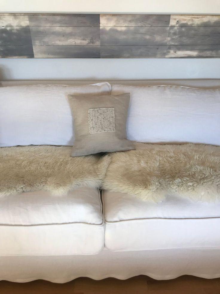 Deko-Kissen aus beigem Leinen. Handgemacht mit Strickmuster im Shabby-chic, Landhaus, Vintage und Boho Stil