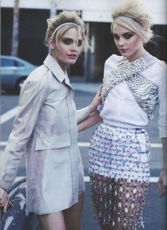 Harper's Bazaar - What's White Now - Jessica Stam & Heidi Mount - Apr 2010 - Photo PETER LINDBERGH