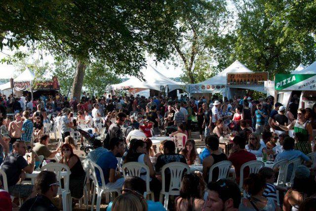 Peu d'événements de dégustation de bières se déroulent dans un cadre aussi enchanteur que le Bières et saveurs de Chambly. Pour une 12e année, les festivaliers pourront profiter du congé de la Fête du Travail pour déguster bières, cidres, vins et autres produits gourmands sur les rives de la rivière Richelieu, juste à côté du majestueux site du Fort-Chambly.