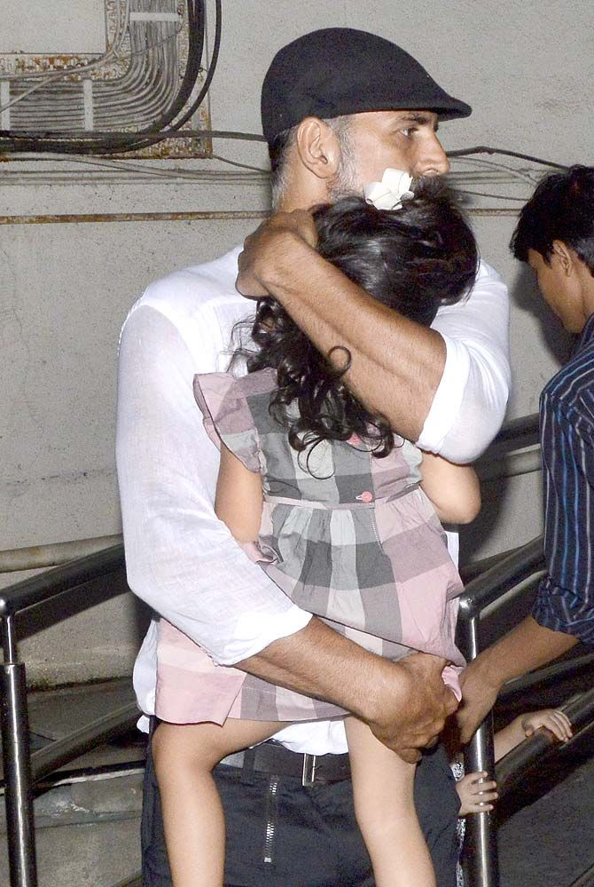 Akshay Kumar tries to hide his daughter Nitara from the paparazzi outside PVR multiplex in Juhu, Mumbai. #Bollywood #Fashion #Style #Handsome