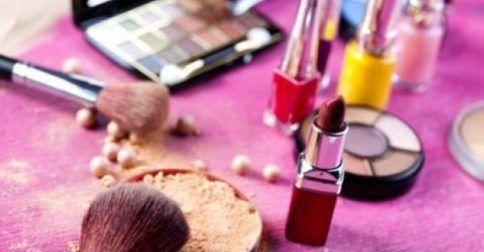 Τι κινδύνους κρύβουν τα προϊόντα μακιγιάζ που χρησιμοποιείτε;: http://biologikaorganikaproionta.com/health/243976/