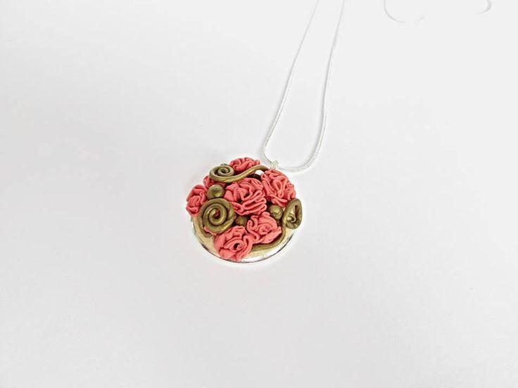 Karolína Kohy - medailon z polymerové hmoty zdobený technikou podle Hanky Auterské