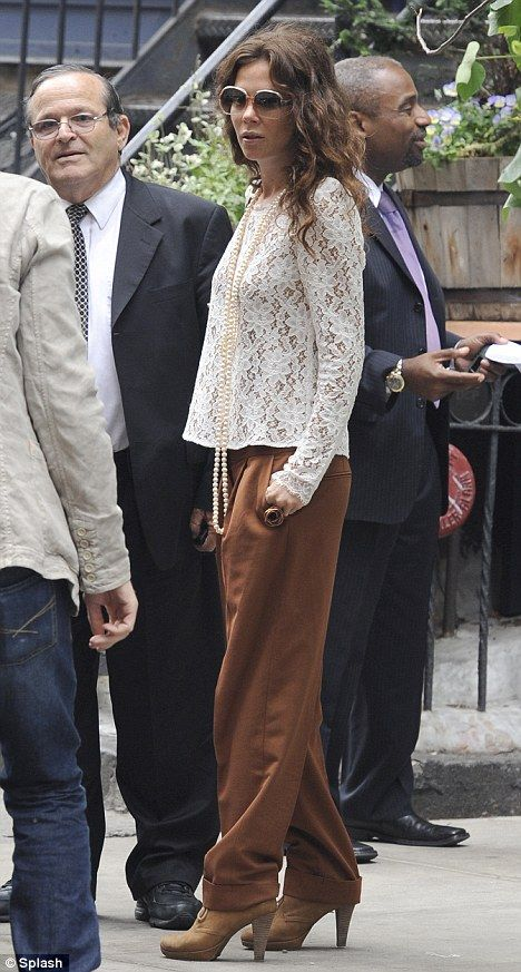 Anna Friel takes ladylike chic to the streets!