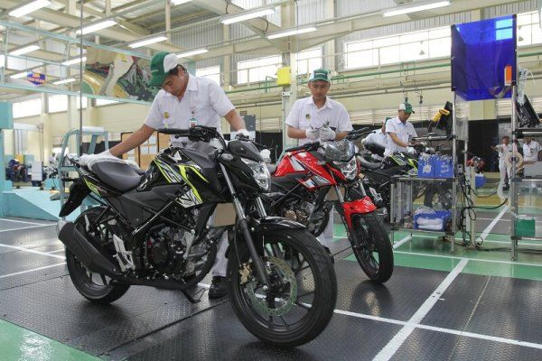 Honda CB150R StreetFire AHRT