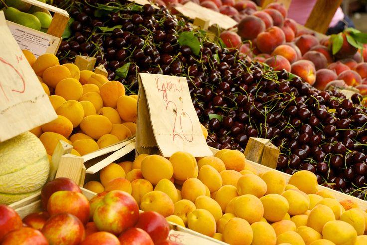 Market place in Zadar. Eco fruits and vegetables from the plantage north of Zadar.  #zadar #croatia #marketplace #fruits #kroatien #fruktmarknad