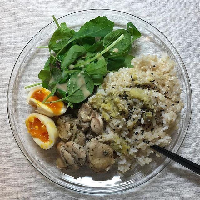 2016/11/06 07:07:19 maki.4june74.jp . #maki4june74jp_cooking 混ぜご飯の空豆、味付け玉子は😱な状態になりましたが、お味はよし👌🏻 鶏モモ肉のハーブポン酢漬けはシリコンスチーマーでチン! 鶏皮はコラーゲンの宝庫か?脂肪の塊か?は賛否両論ありますが、これくらいの量なら頂く派です🙏🏻 #breakfast#health#healthyfood#healthylife#beauty#beautylife#yoga#diet#antiaging#detox#bodymake