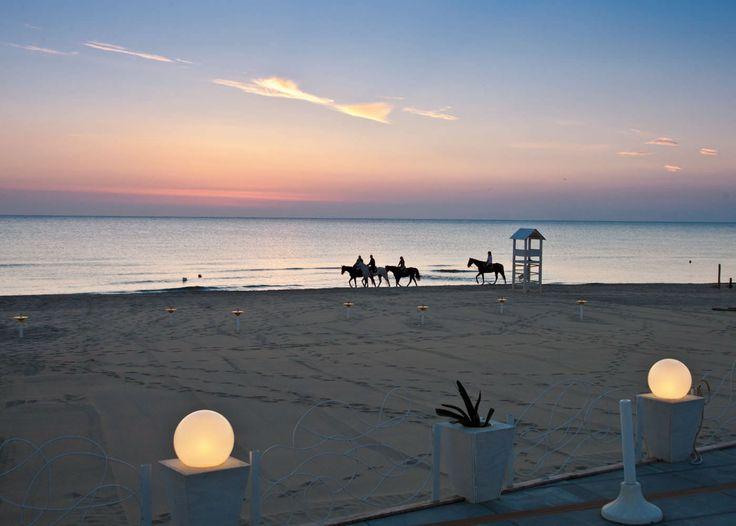 AMMOT CAFE'. MATRIMONIO IN SPIAGGIA. NOZZE ROMANTICHE PER UN EVENTO DA SOGNO. - Ammot Cafè - Matrimoni in spiaggia