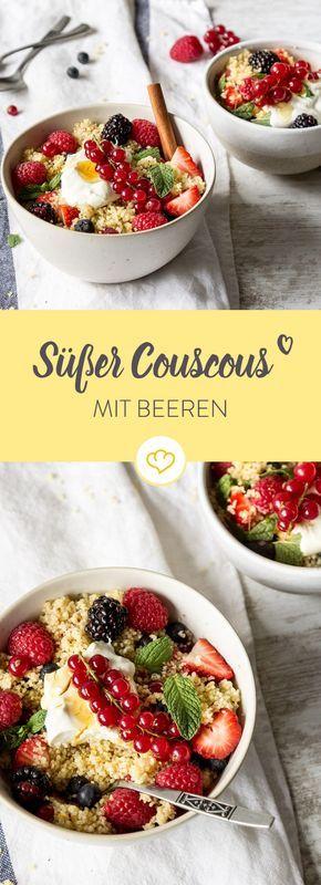 Schluss mit Fett und Zucker! Nachtisch muss nicht immer eine Sünde sein. Couscous mit Beeren, Joghurt und Ahornsirup vereinen sich zum perfekten Dessert.