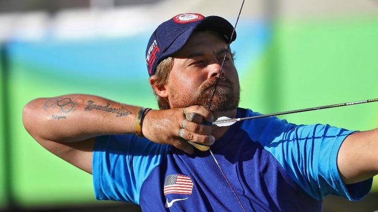 Olimpíadas Rio - 2016. O arqueiro norte-americano Brady Ellison em ação na final individual do tiro com arco.  Fotografia: Leonhard Foeger / Reuters.