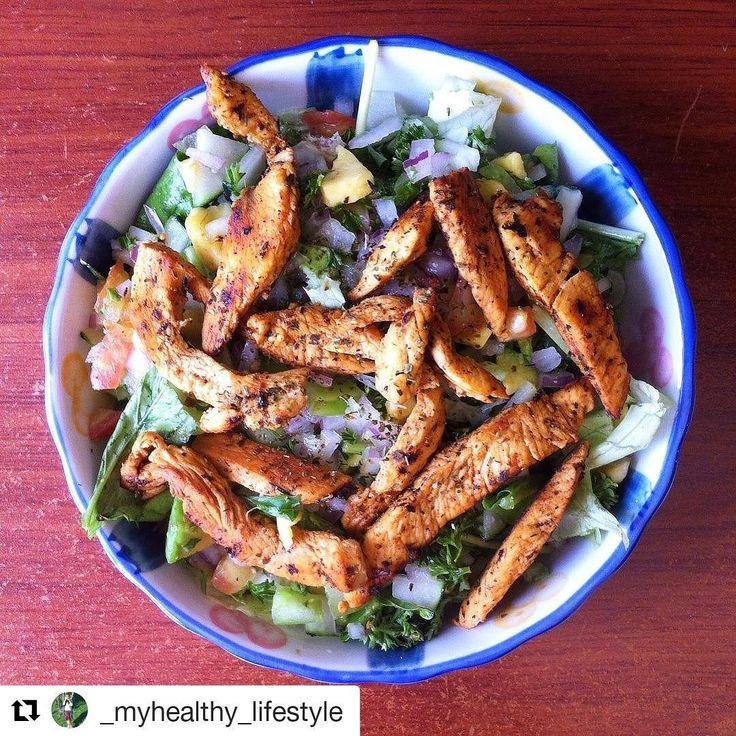 Para hoy les tenemos está receta que nos comparte @_myhealthy_lifestyle 😘 de una ensalada deliciosa con pollo adobado con SAZONADOR sin sodio, para que le des sabor a tus platos sin sal 👌💪 #Repost @_myhealthy_lifestyle (@get_repost) ・・・ Ensalada con tiras de pollo😋🍴🍖🌿 Ensalada: Tiene lechuga verde lisa, rugula, cebolla morada, tomate rojo y verde, pepino, perejil crespo y aguacate. Para el aderezo use la mezcla para ensaladas de @tomacol y limón.  Pollo: Tiras de pollo adobado con la…