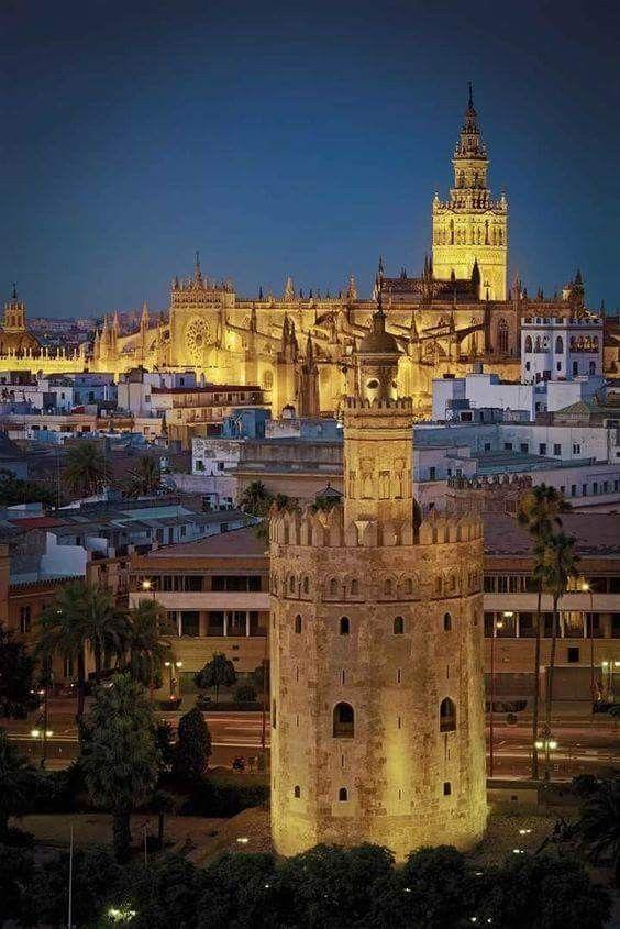 Sevilla,la catedral y la torre de oro