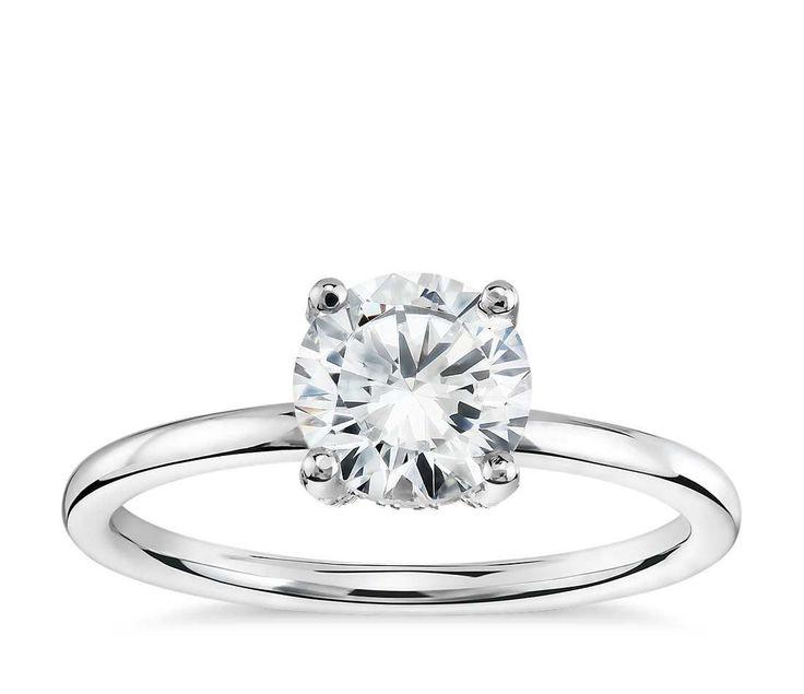 Anillo de compromiso con solitario de corona de pavé francés de diamantes de Studio de Blue Nile en platino (1/6 qt. total)