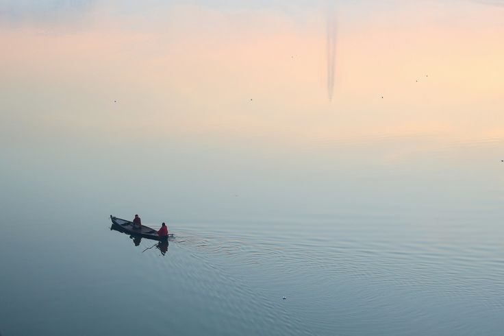 Purchase this product now and earn 5 Points!In winter morning, Fisher man going for fishing, Narmada river, Bharuch. Pixels: 3406 × 2271