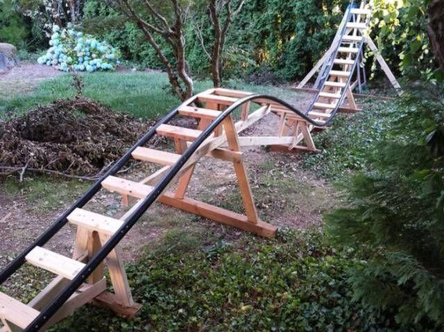 Un papa construit une mini montagne russe dans le jardin pour son fils - page 3
