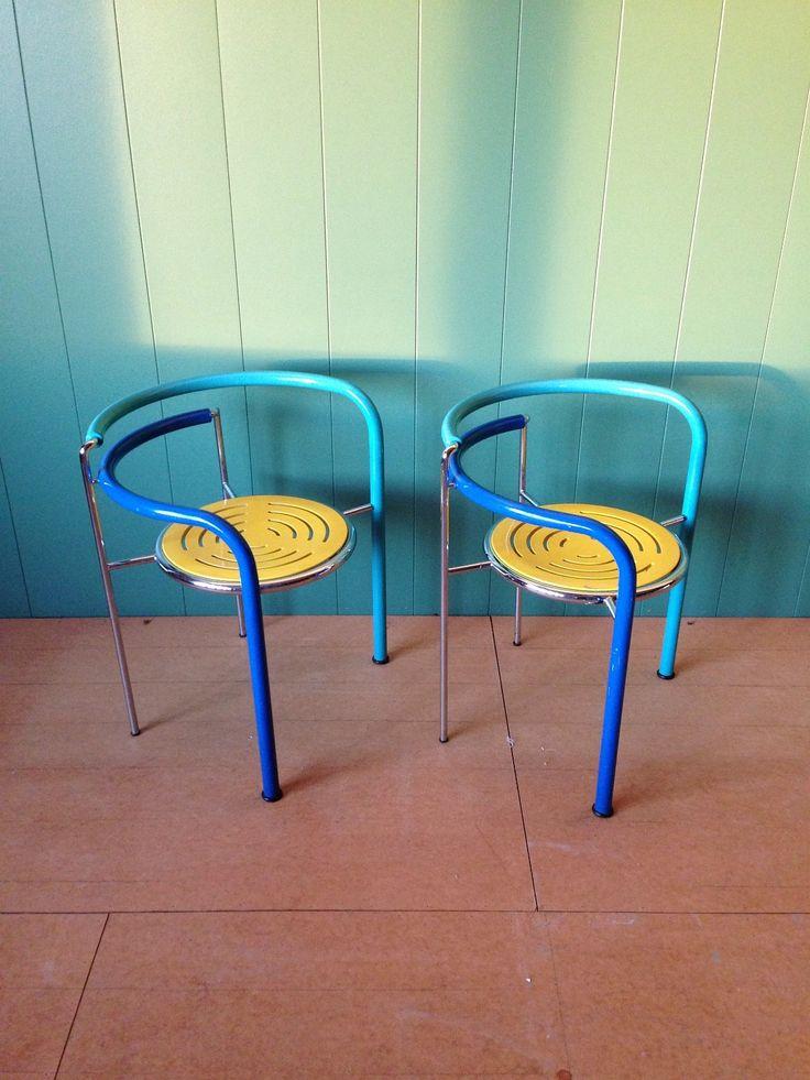 (2) FINN – Dansk design serie. Dark Horse fargerike retro stoler