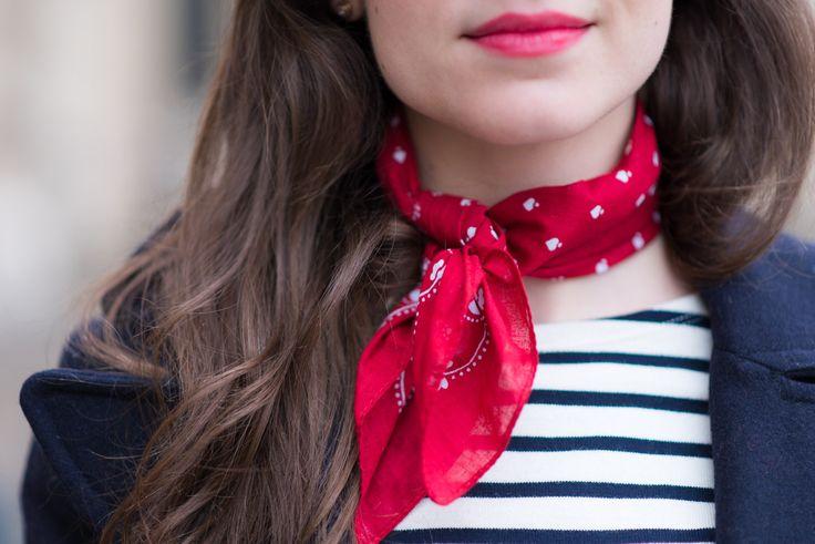 Vous l'avez souvent vu ici, j'aime beaucoup les foulards à nouer autour du cou. J'ai la chance d'avoir une jolie collection decarrés Hermès mais ces derniers temps ce sont les bandanas qui m'obsèdent. J'ai trouvé ce joli bandana rouge pour une bouchée de pain chez Asos et j'adore le rendu avec un petit look preppy...  Lire la suite »