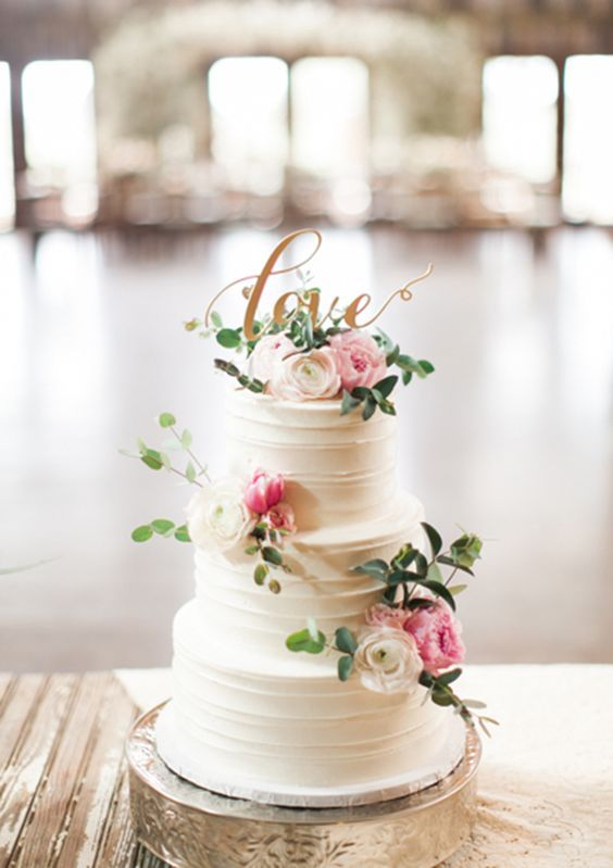 buttercream wedding cake with flowers / http://www.himisspuff.com/200-most-beautiful-wedding-cakes-for-your-wedding/14/