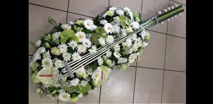Fleuriste Deuil et obsèques - Composition musicale fleurie